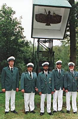 Schießwarte beim Schützenfest 2000